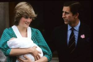 Princess Diana leaving  hospital with newborn Prince William
