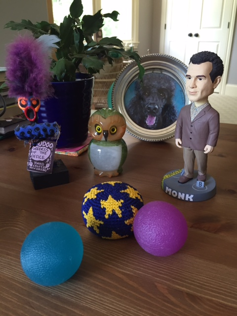Bobble head and other desk distractions